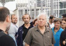 Gruppentreff hinter dem Kölner Bahnhof