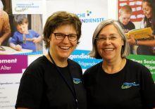Marina und Ute von Ev. Freiwilligendienste nebeneinander stehend