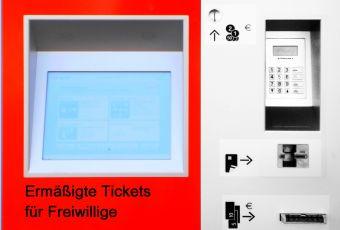 DB-Fahrkartenautomat mit Aufschrift: Ermäßigte Tickets
