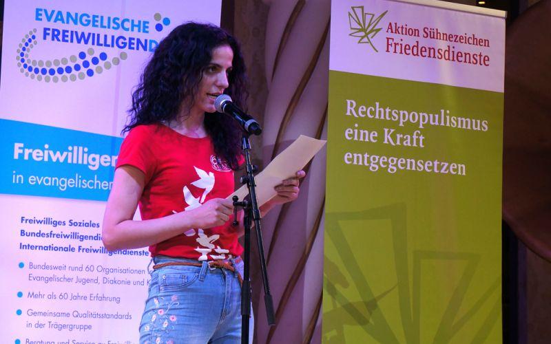 Edina beim Poetry Slam